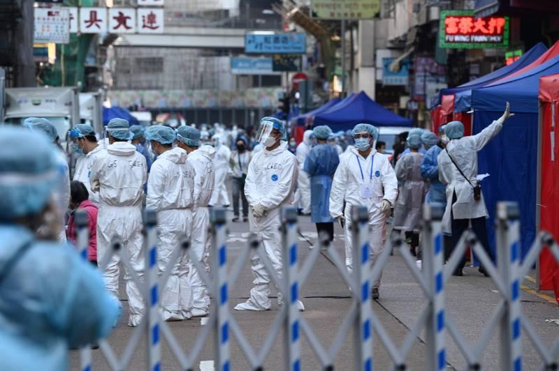 香港今日新增逾70例確診,專家表示,未來幾天數字還會攀升。(法新社)