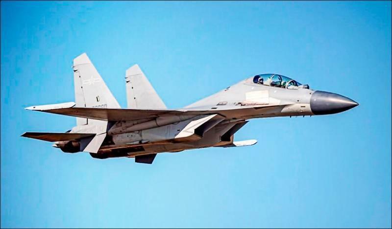 國防部公布昨日進入我西南空域「殲16」戰機的同型機照片。(國防部提供)
