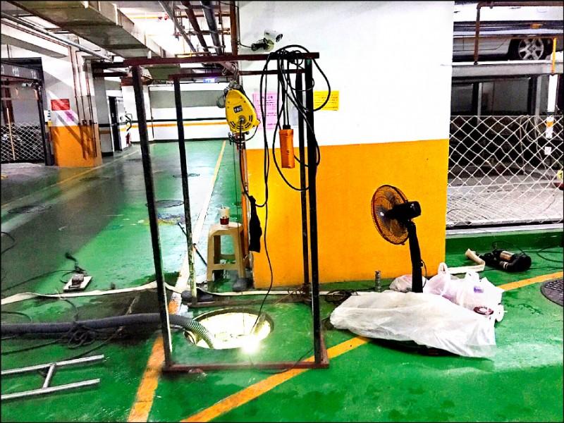 高雄5名工人清理大樓地下室污水處理設備,4人疑硫化氫中毒送醫,工安意外現場僅有1台電風扇排吹臭氣。 (記者黃良傑翻攝)