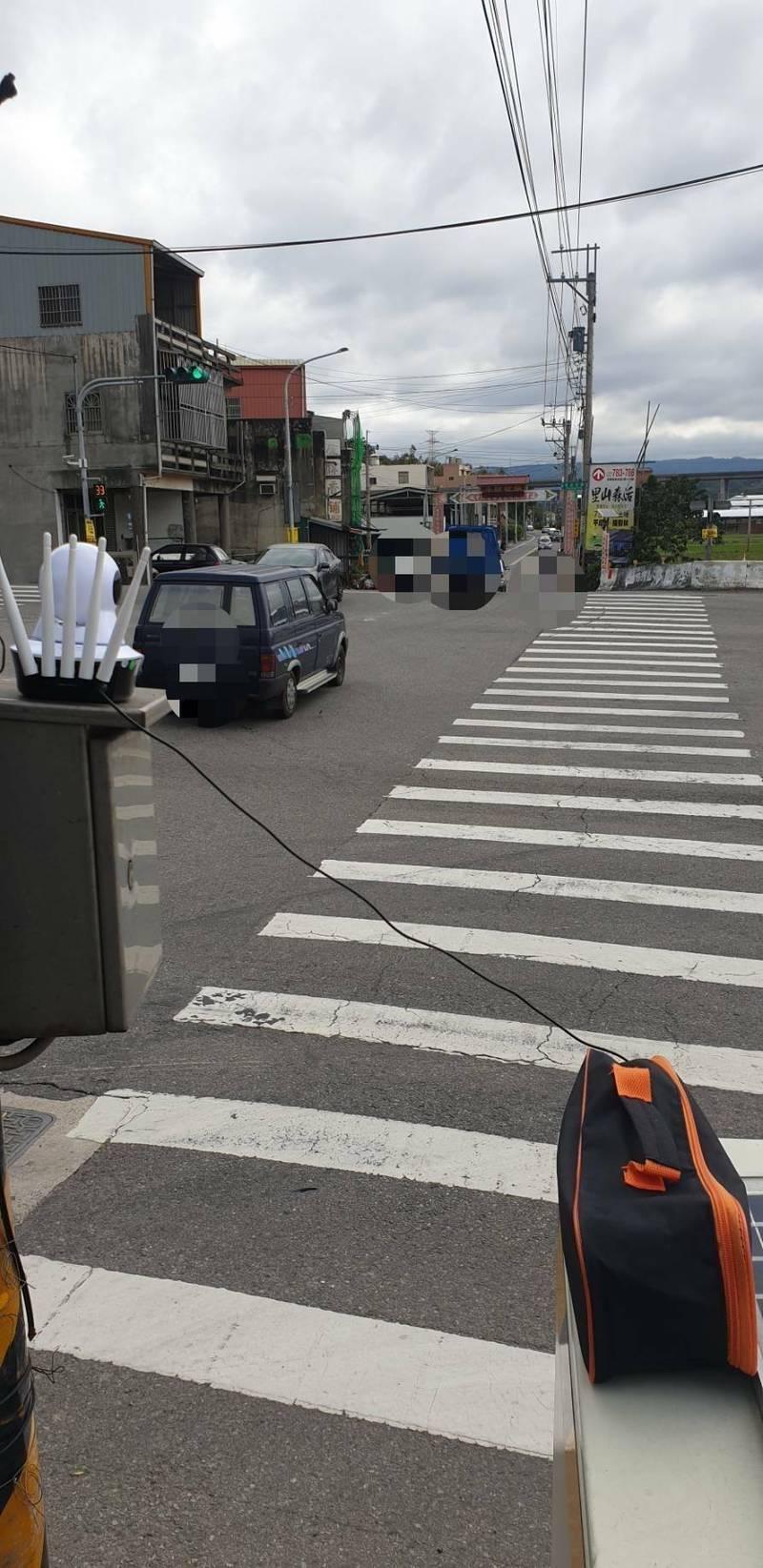 疏導車流,通霄警方祭「無線監視器」結合APP遠端監控。(記者蔡政珉攝)