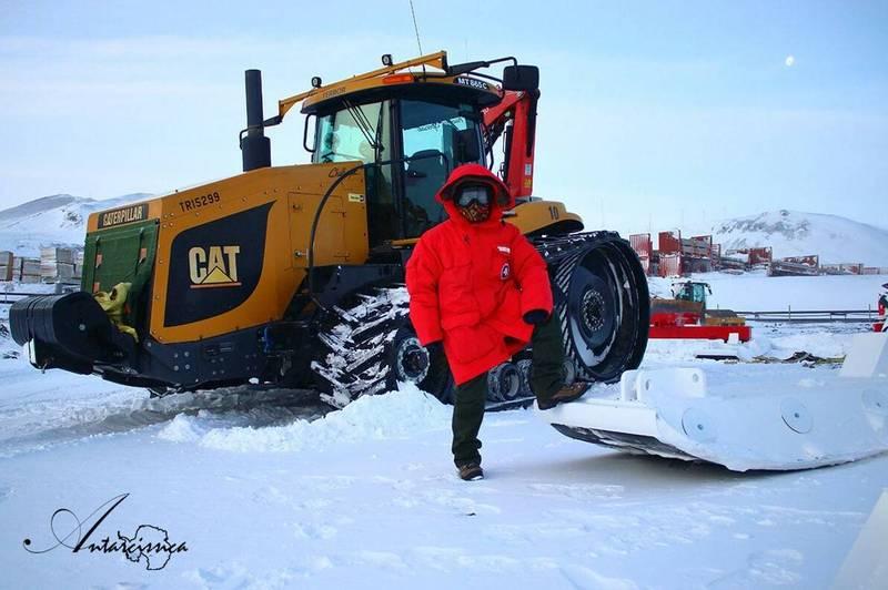 中央大學太空科學與工程學系助理教授林映岑,是台灣首位在南極過冬的女科學家。(林映岑提供)