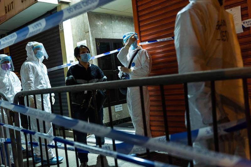 香港今宣布「佐敦封區」解封,不過查出110人逾時未檢測。(彭博社)