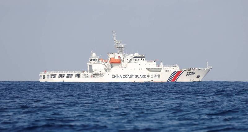 中國本月22日通過《海警法》,給予中國海警在其領海直接動武的權力,日媒認為此舉將使中日對抗加劇。(路透)