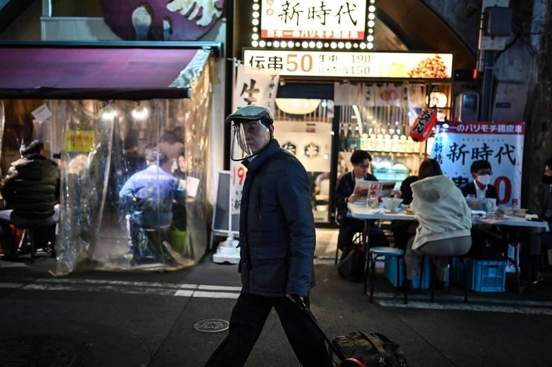 東京有7539武漢肺炎患者正在等候病床,與1個月之前相比,暴增4.8倍,擴充病床是當務之急。(法新社)