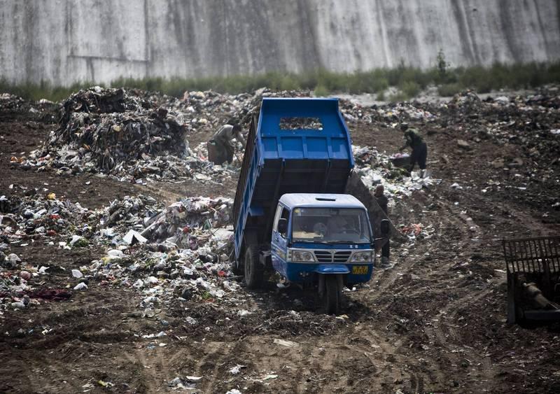 中國北京大興區當地醫院宣布,該院驗出1輛垃圾車的「檢測結果可疑」。圖為示意圖。(美聯社檔案照)