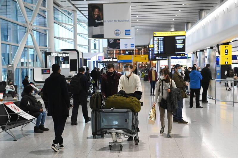 英國境內已確認發現77例南非變種病毒病例。圖為倫敦希斯洛機場。(歐新社)