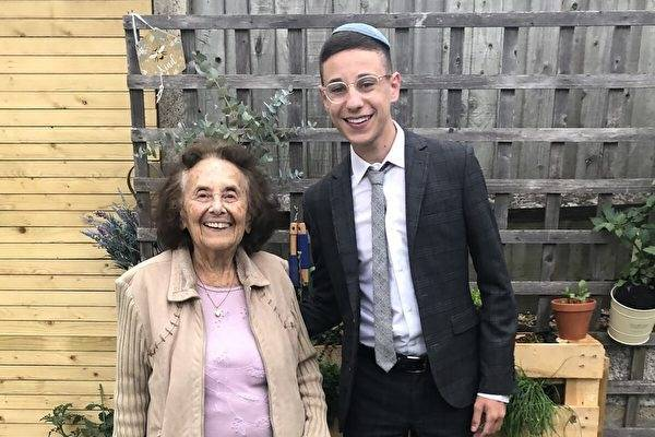 Albert (left)'s great-grandson Forman (right) praised the great-grandmother for never giving up on life and being a true warrior.  (Reversed from Twitter @dovforman)