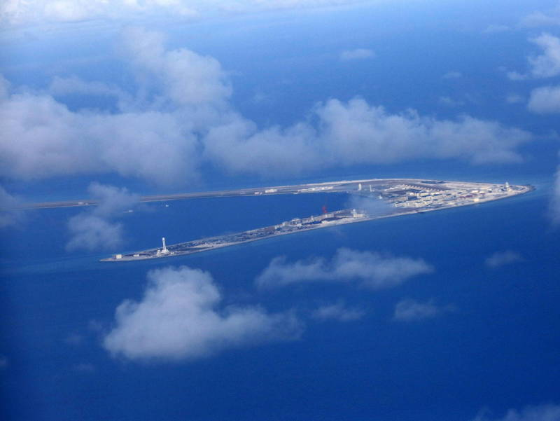 中國在美航艦穿越南海後宣布軍演。圖為南沙群島渚碧礁。(歐新社)