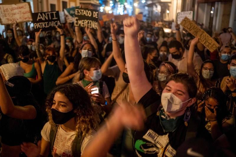 由於性別暴力事件頻傳,波多黎各總督皮爾路易斯25日宣布進入緊急狀態。圖為去年9月波多黎各的女權示威。(法新社資料照)