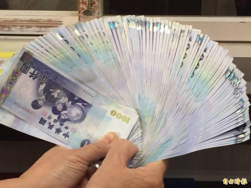 郵局兌換新鈔時間將從2月3日到9日,換完為止,非存摺戶也可以拿舊鈔來換。(記者張聰秋攝)