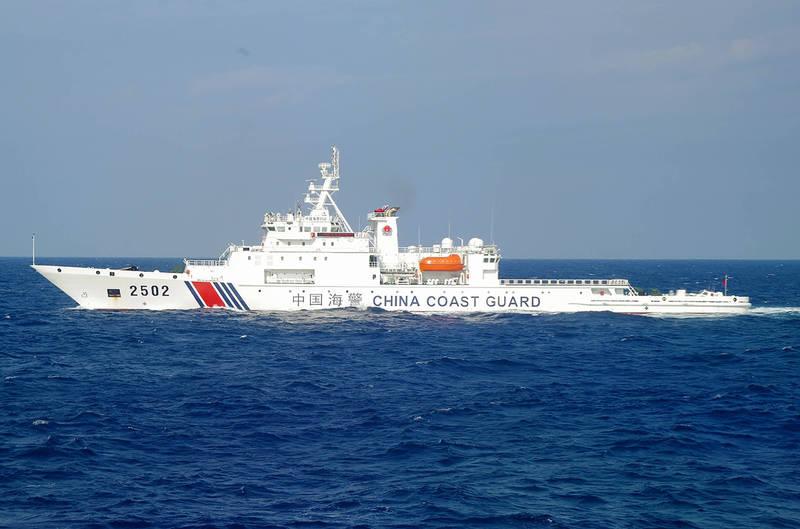 中國通過《海警法》,日本自民黨緊急召開聯席會議因應。(法新社)