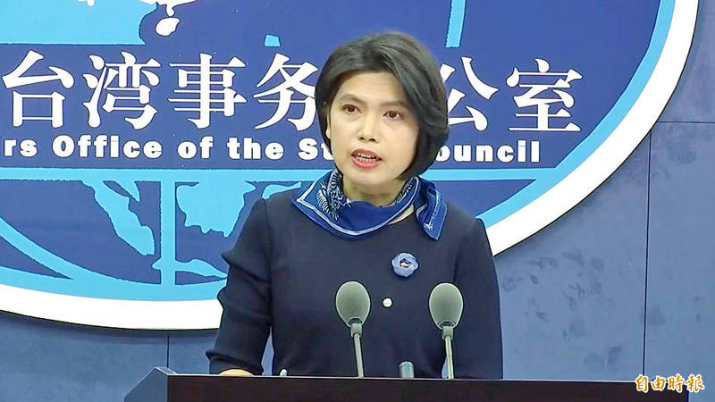 China's Taiwan Affairs Office spokeswoman Zhu Fenglian speaks at a news conference in Beijing yesterday. Photo copied by Chen Yu-fu, Taipei Times