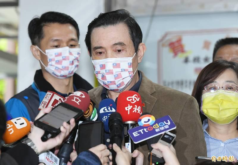 前總統馬英九27日出席國民黨立委林奕華辦公室、台北市會計師公會共同主辦「會計師公會寒冬送暖贈白米活動」,會後受訪。(記者廖振輝攝)