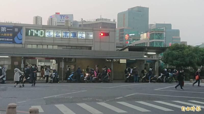台南火車站後站即將走入歷史。(記者洪瑞琴攝)