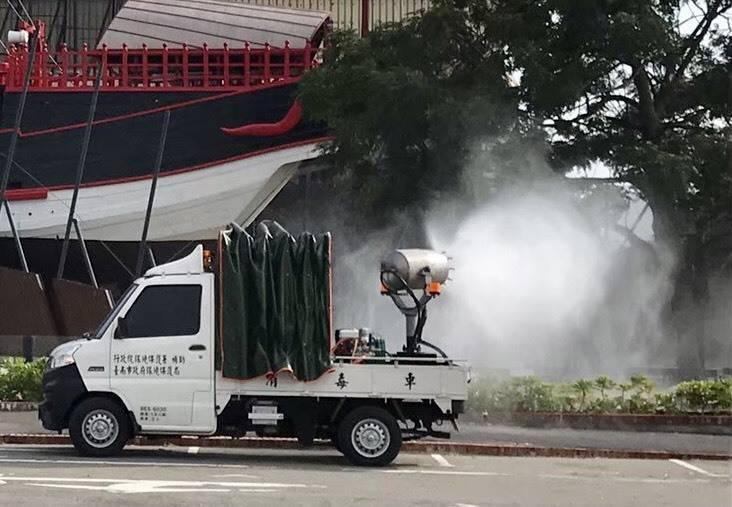 台南市政府將派出消毒車及隨車人力支援桃園市消毒作業!(南市衛生局提供)