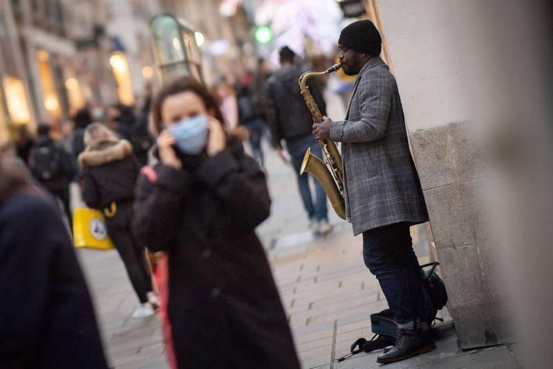 世界衛生組織(WHO)27日指出,在英國發現的變種病毒已擴散至70個國家。另據外媒引述官方數據統計,過去一天新增超過1.8萬人死亡,再創紀錄新高。圖為示意圖。(法新社)