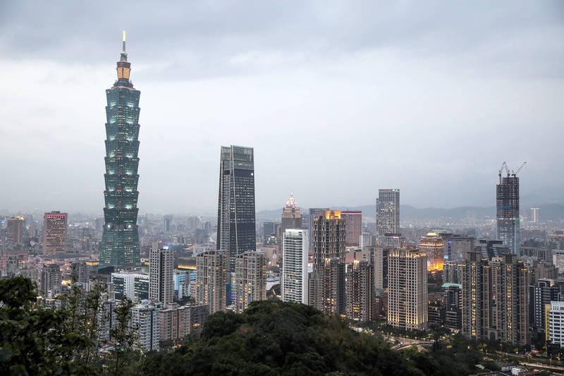 澳洲智庫洛伊國際政策研究所針對98國發布防疫表現報告,台灣排名世界第三。(彭博)