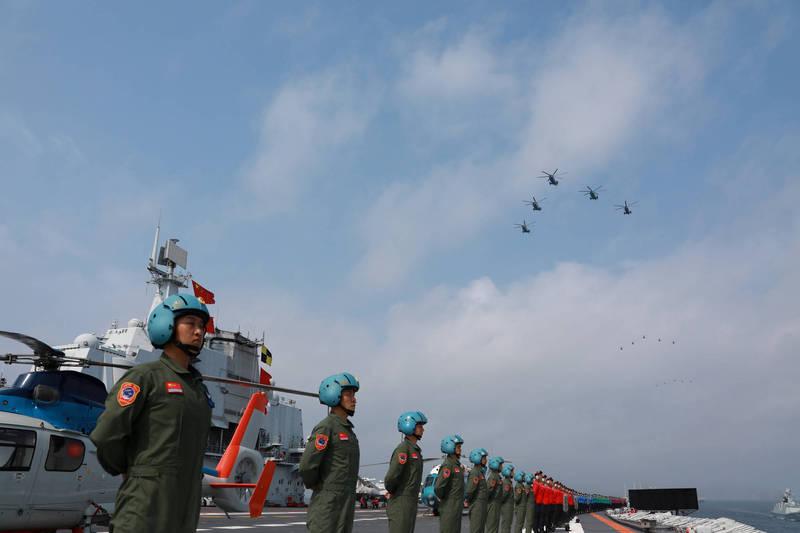 美國軍事專家認為,中國近期在南海軍演是在試探拜登。圖為中國海軍人員。(路透)