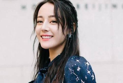 1992年出生於新疆烏魯木齊的維吾爾族女星迪麗熱巴,是當前中國一線女星。(取自網路)