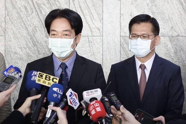 副總統賴清德、交通部長林佳龍今29日一同出席「台灣聯合學習產業大聯盟啟動大會」,接受媒體訪問。(記者塗建榮攝)