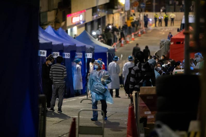 香港「第三度」啟動封區強制檢測,解封時間有待宣布。(彭博社)
