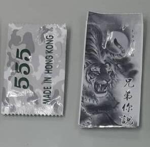 高市少年警察隊查緝毒品時,赫然發現毒咖啡包外裝竟是網紅草爺的《兄弟你說》。(記者黃佳琳翻攝)