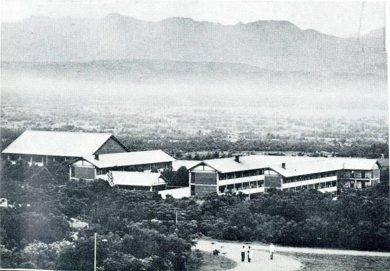 中市府公佈登錄「東海大學早期校園」為「文化景觀」,圖為1962年男生宿舍。(東海大學提供)