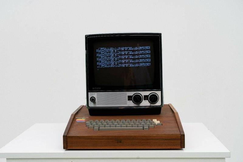 近日,一台1976年發布的初代蘋果電腦Apple 1出現在拍賣網站上,售價竟然高達150萬美金(約4200萬元新台幣),相當驚人。(圖片擷取自eBay)