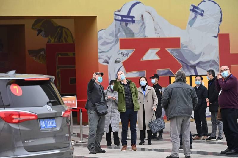 世界衛生組織調查武漢肺炎病毒源頭小組專家,30日被中國官方安排參觀武漢封城抗疫展覽。(法新社)