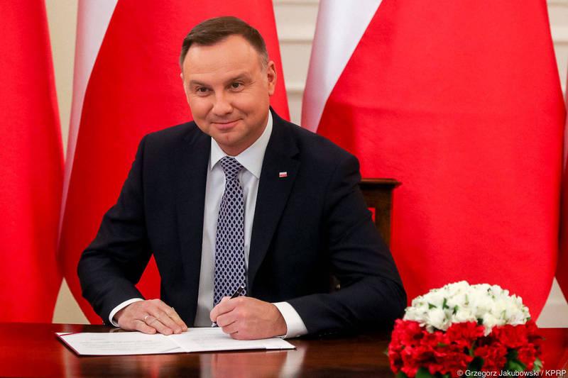 波蘭總統杜達(見圖)當地時間1月28日簽署2020年12月16日通過的「波蘭與台灣刑事司法合作協定」法令。 (取自波蘭總統府網站)