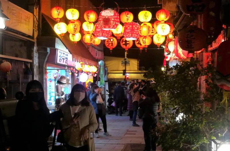 南市五條港商圈的老街吸引遊客。(圖由南市經發局提供)