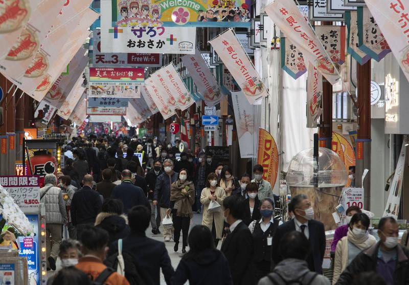 日本今日新增2673例,當前已連續41天破2000例。圖為大阪街景。(美聯社資料照)