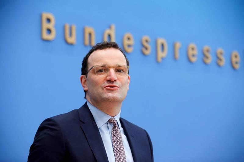 德國衛生部長史巴恩30日在一場線上醫護大會表示,不確定未來是否需要增加疫苗劑量,所以德國已開始採購2022年疫苗以防萬一,圖為史巴恩。(路透)