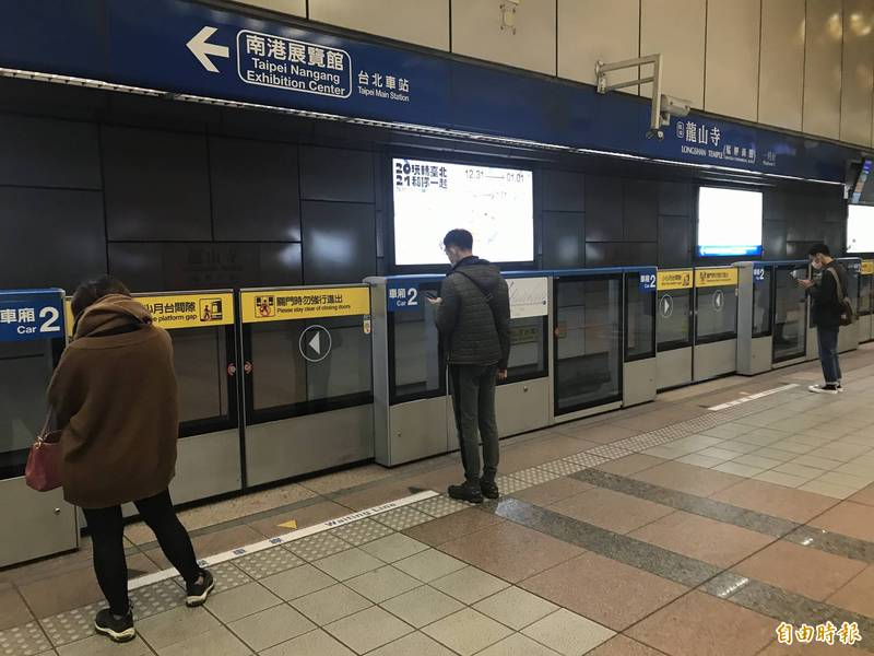 台北捷運將於春節連續7天假期(小年夜至初五),視人潮彈性調整班距。(記者蔡思培攝)