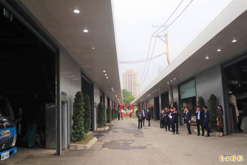 五股垃圾山7間廠家自主改造廠房外觀。(記者周湘芸攝)