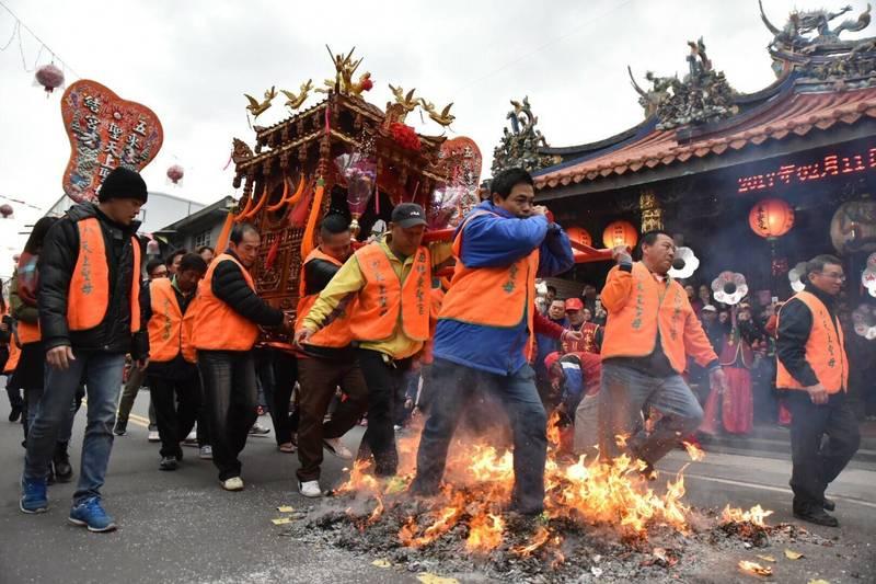 宜蘭縣五結走尪(如圖)遭受疫情衝擊,只保留開幕式,走尪馬拉松則延期。(資料照)