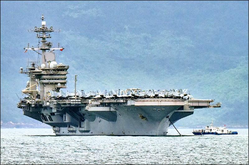 外媒近日報導,中共近期派軍機擾台時,曾對在鄰近海域航行的「羅斯福號」航艦進行模擬發射飛彈攻擊。(路透檔案照)