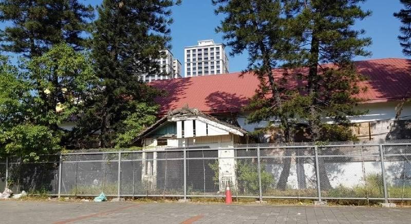 台南市民生路上的濟生醫院,仍保有日治時期建立以來的建築空間與技法,獲登錄為歷史建築。(台南市文資處提供)