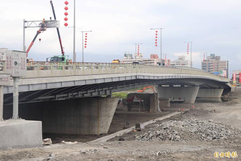 宜蘭橋通車後,引發不少民眾關注和熱議。(記者林敬倫攝)