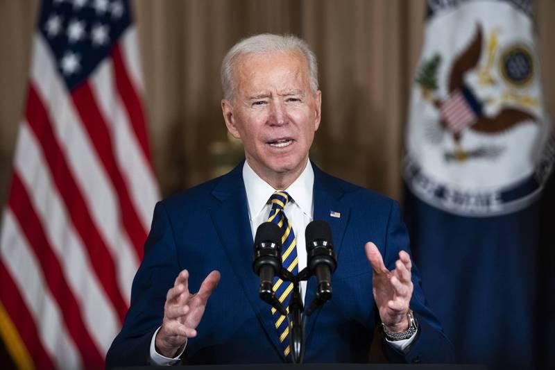美國總統拜登4日前往國務院,對外交人員發表上任後的首次外交政策談話。(彭博)