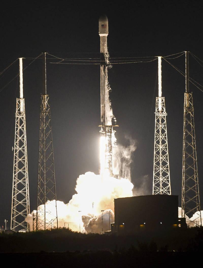 獵鷹9號火箭4日載運60顆星鏈衛星。(美聯社)