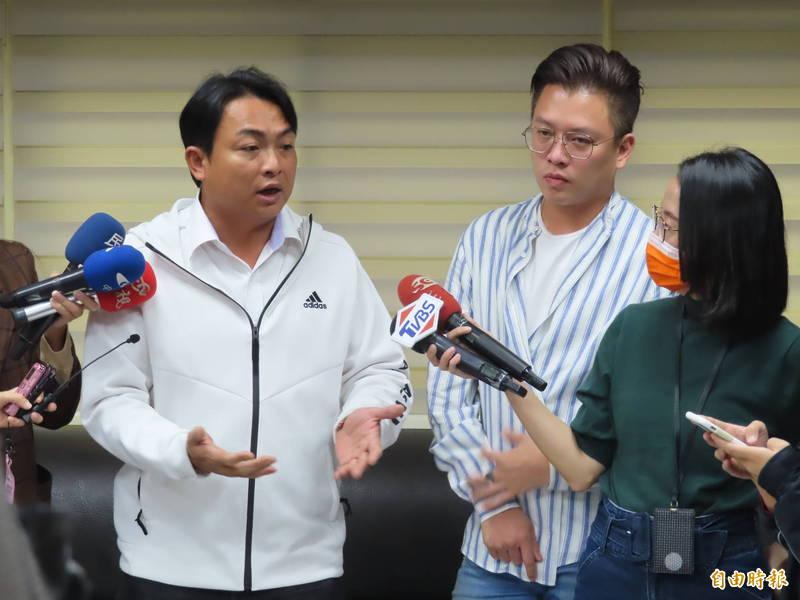 國民黨新北市議員曾煥嘉(左)涉嫌詐領助理補助費被收押,高等法院今天駁回抗告。(左)