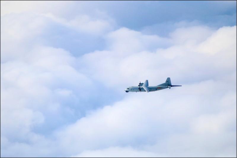 中國「運8」反潛機又在我國西南空域出沒,圖為同型機。(國防部提供)