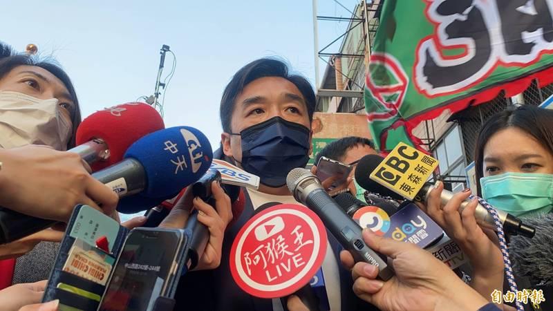 國民黨高市黨部副主委曹桓榮表示,蔡政府比照市長補選規模保黃捷。(記者洪臣宏攝)