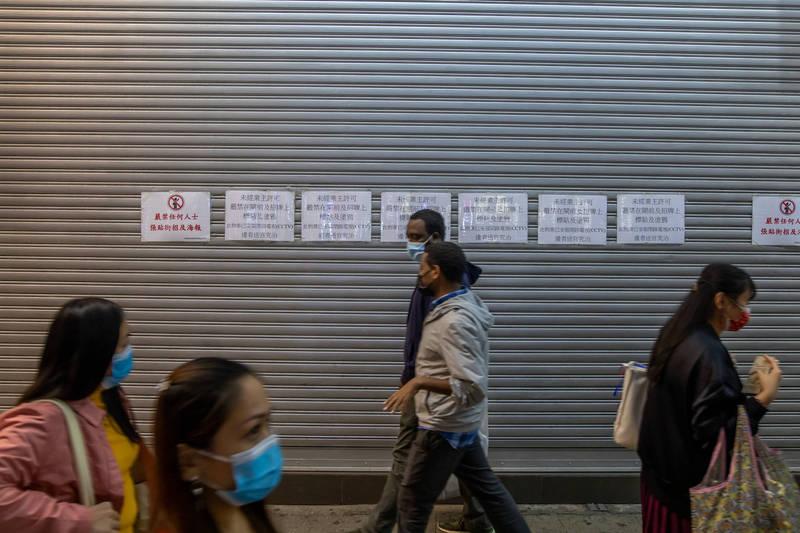 香港武漢肺炎疫情延燒,當局今天公佈24例本土案例,並新增11間大廈強制檢測。(資料照,彭博)