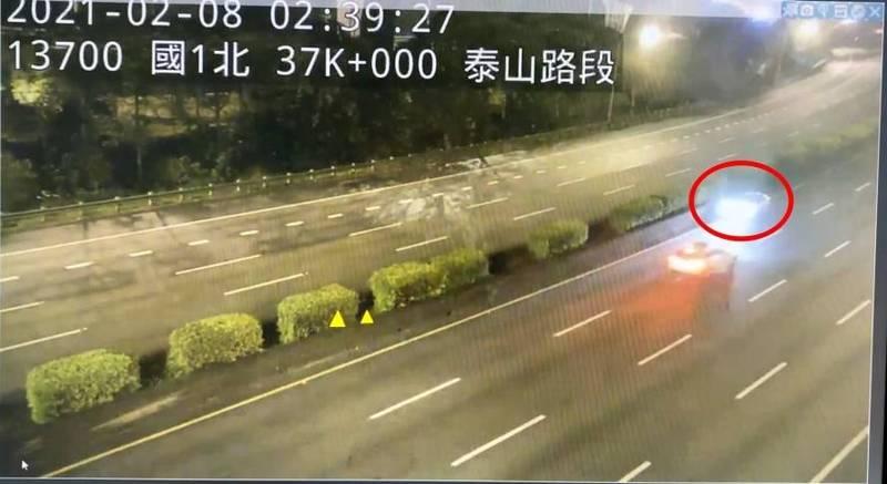 黃女逆向飆了20多公里,在泰山路段遭警方攔停。(記者徐聖倫翻攝)