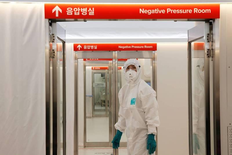 南韓中央防疫對策本部今日表示阿斯特捷利康公司生產的武漢肺炎疫苗24日起分批運抵南韓。(路透)
