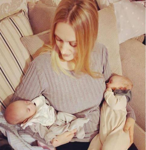 蕾貝卡在懷孕三週後,竟再次受孕。(圖片截取自instagram/roberts.supertwins)
