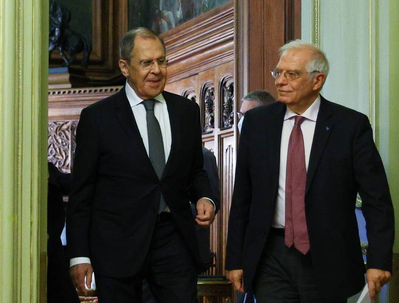 After the outbreak of the Navani incident, relations between Europe and Russia became tense. Porrell (right) visited Russia a few days ago and held talks with Russian Foreign Minister Lavrov (left).  (European News Agency)