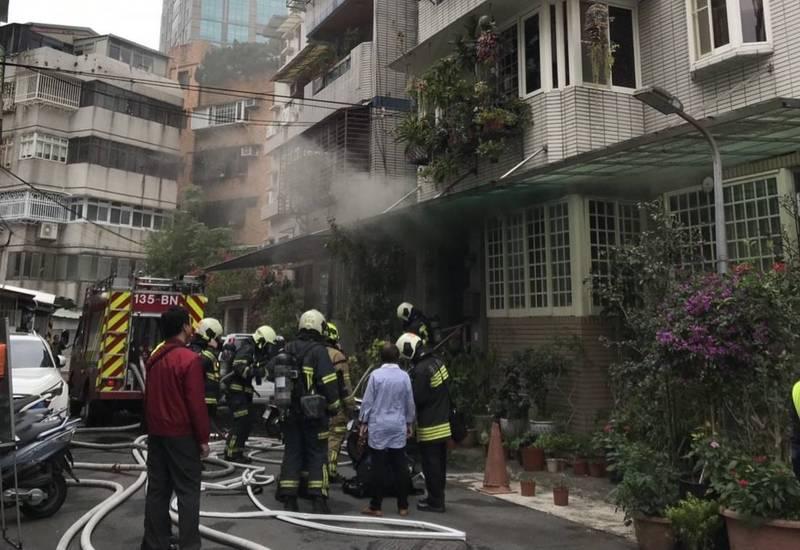 台北市消防局表示,近2年廚房火警高居春節火災起火原因首位。(記者姚岳宏翻攝)
